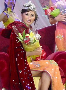 From more than 100 contestants, to 42, to 14, to one: Sirena Wang won the 2006 Miss New York Chinese Beauty Pageant after spending a month and a half in the Big Apple participating in related training and appearances. Highlights included a goodwill trip to Boston, the filming of an MTV music video and various sponsor events. (photo by Yuan-Kwan Chan / Meniscus Magazine)