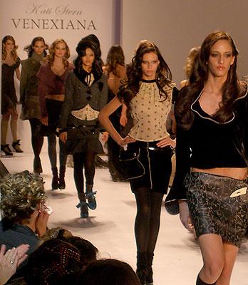 Venexiana Fall 2007 (photo by Bibs Teh / Meniscus Magazine)