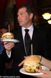Bobby Flay prepares to serve a Crunchburger. (photo: Bibs Teh / Meniscus Magazine)