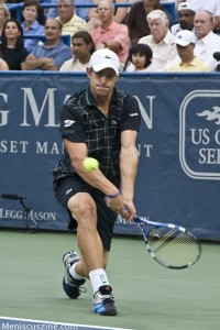 Andy Roddick defeated countryman John Isner in an entertaining Legg Mason semifinal. (photo by Kwai Chan / Meniscus Magazine)