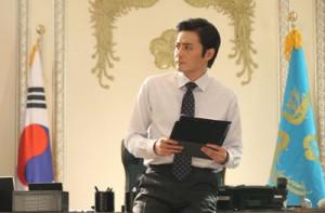 "Jang Dong-gun is Cha Ji-wook, one of the fictional Korean presidents profiled in Jang Jin's ""Good Morning President."" (Credit: The 14th Pusan International Film Festival)"