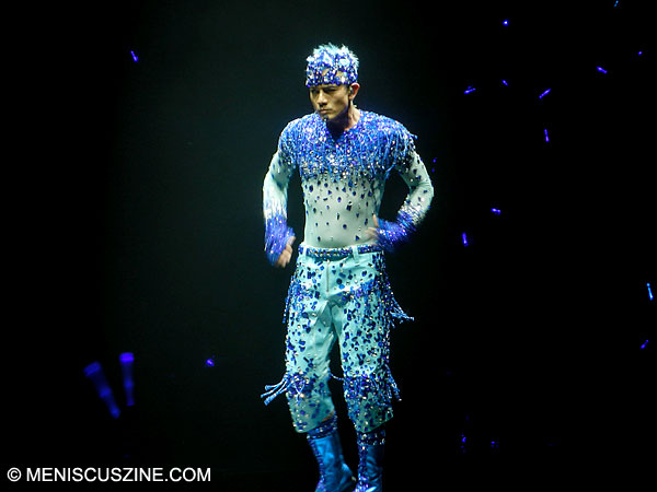 Aaron Kwok performing at the Hong Kong Coliseum on Mar. 20, 2013. (photo by Yuan-Kwan Chan / Meniscus Magazine)