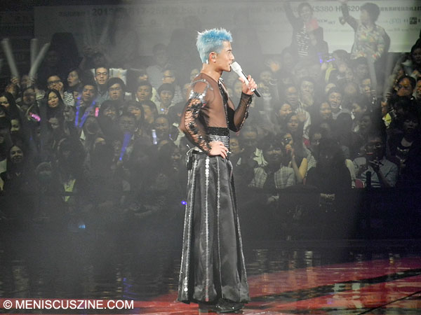 Aaron Kwok takes a break to address the crowd during his three-hour show on Mar. 20, 2013, in Hong Kong. (photo by Yuan-Kwan Chan / Meniscus Magazine)