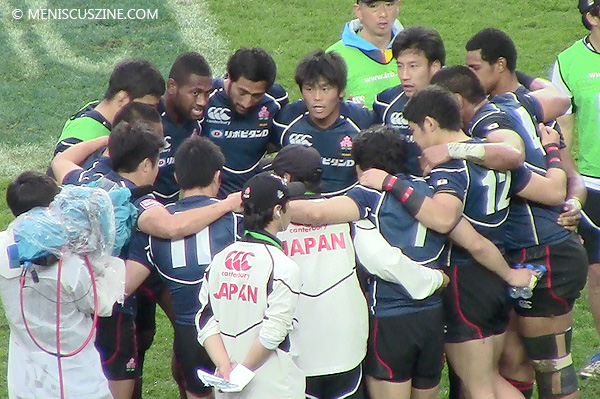 Katsuyuki Sakai, captain of the Japan rugby squad, gives a pep talk to his teammates during the team's victory over Tunisia in the Sevens World Series qualifying quarterfinals. (photo by Yuan-Kwan Chan / Meniscus Magazine)
