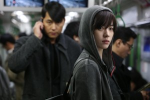 "Han Hyo-joo (right) in an early scene in ""Cold Eyes"" while co-star Jung Woo-sung lurks behind. (photo courtesy of the Busan International Film Festival)"