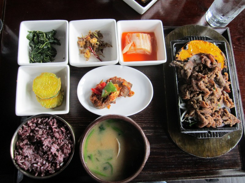 A bansang (combination lunch) with bulgogi at Gaonnuri. (photo by Christopher Bourne / Meniscus Magazine)