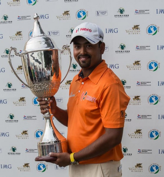Anirban Lahiri with the 2014 Venetian Macau Open trophy. (photo by Christiaan Hart / Meniscus Magazine)