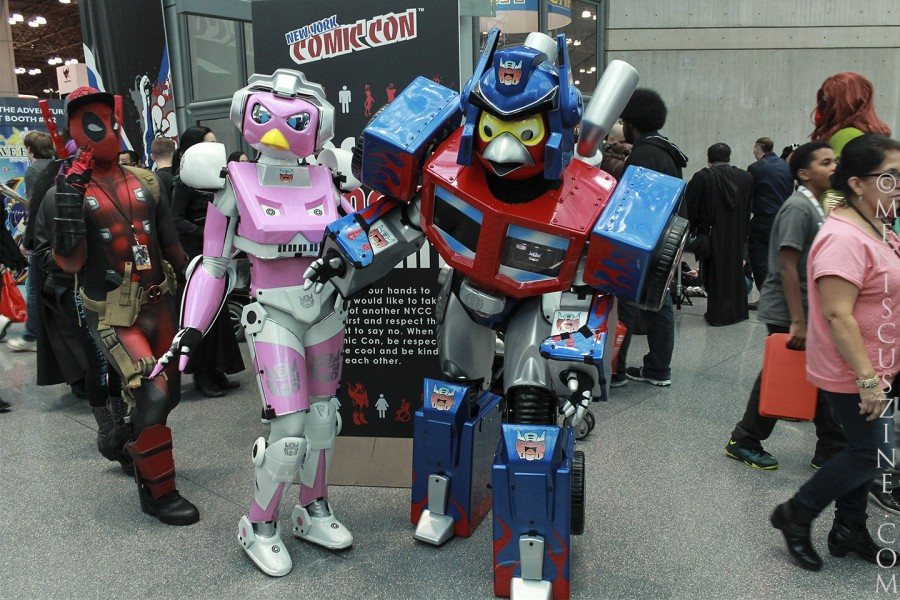 Cosplay at work at the 2014 New York Comic Con held at the Jacob K. Javits Convention Center. (photo by Shelly Xu / Meniscus Magazine)