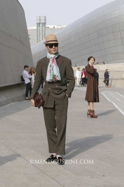 Street style at Seoul Fashion Week. (photo by Yuan-Kwan Chan / Meniscus Magazine)