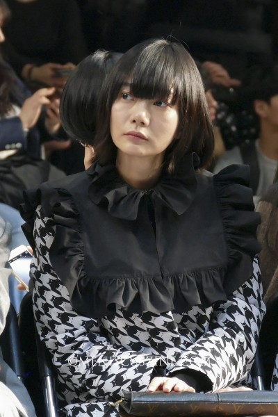 Actress Bae Doona at the pushbutton Fall 2015 runway show at Seoul Fashion Week on Mar. 23, 2015. (photo by Yuan-Kwan Chan / Meniscus Magazine)
