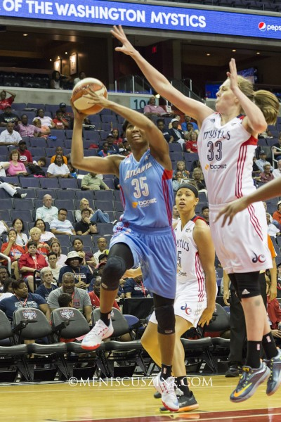 Angel McCoughtry (#35) of the Atlanta Dream. (photo by Kwai Chan / Meniscus Magazine)