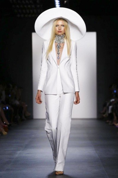 A floppy hat designed by Eric Javits served as a pleasing accessory to a cotton blazer and trousers. Paired with a crystal necklace, this outfit opened the Zang Toi Spring 2016 collection. (photo courtesy of Fashion GPS)