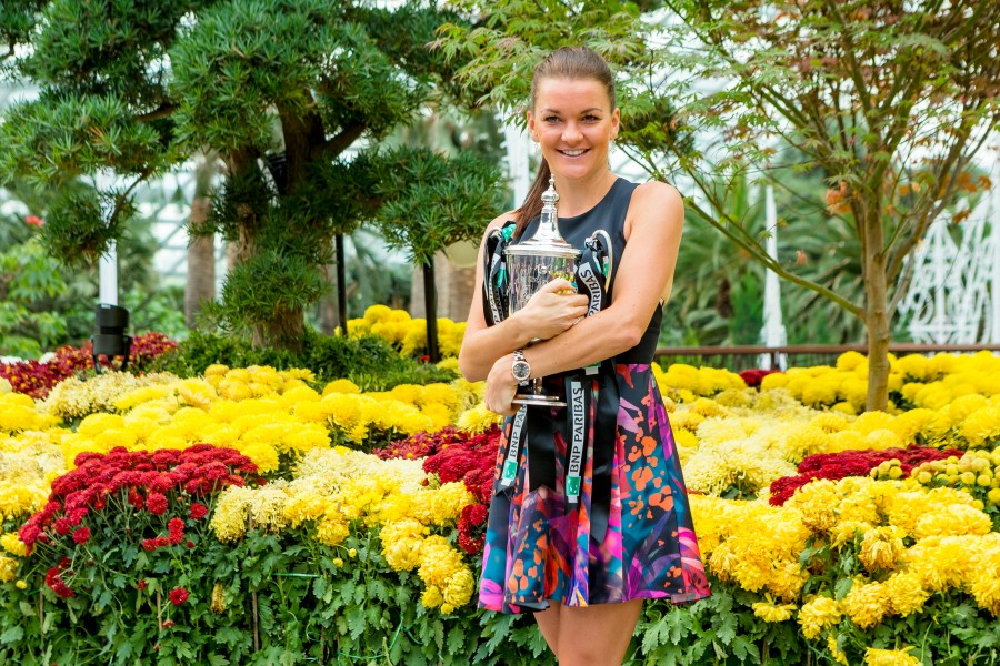 Agnieszka Radwanska in Singapore with the 2015 WTA Finals trophy, a day after winning the title. (photo by Jazpar Yeo / Lagardère Sports)