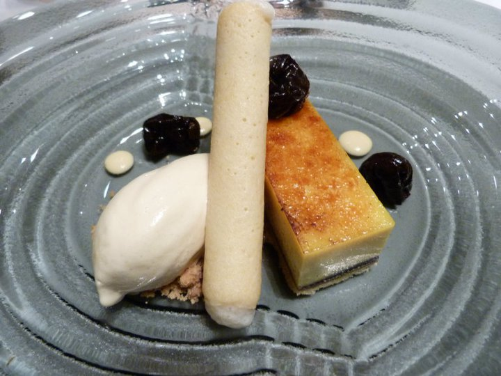 The Pearl Restaurant & Bar, London, February 2011: PRUNE - Custard tart with poached prunes and honey ice cream (photo by Yuan-Kwan Chan / Meniscus Magazine)