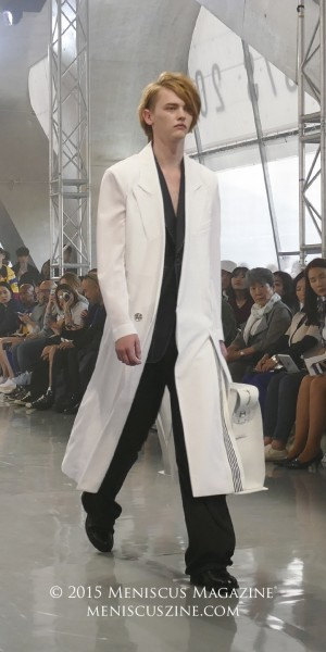 Robbie McKinnon in a white double breasted coat; a navy-white stitches vest; and black raw cutting pants. He was the sole model for all the outfits in the Munn Spring 2016 lookbook, including the ones worn by females on the Seoul Fashion Week runway. (photo by Yuan-Kwan Chan / Meniscus Magazine)