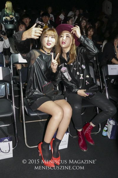 "Kwon So-hyun of 4minute (left) and rapper Kisum take a selca (Korean for ""selfie"") before the S=YZ Spring 2016 show. (photo by Yuan-Kwan Chan / Meniscus Magazine)"