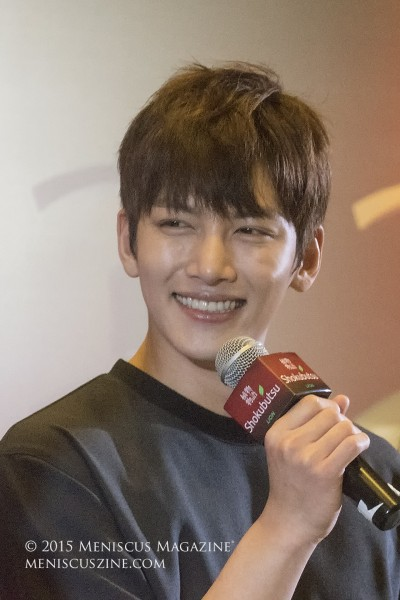 """Ji Chang Wook during his public meet-and-greet promoting Shokubutsu in Singapore. One of the event hosts referred to the actor as a """"暖男"""" in Mandarin, which translates to English as a """"warm man"""" and has been used to describe Ji's image. (photo by Yuan-Kwan Chan / Meniscus Magazine)"""