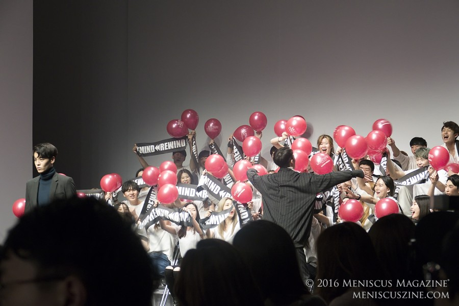 The cheering section, which screamed throughout the entire duration of the Munsoo Kwon Fall 2016 show, greeted a model about to exit the runway. (photo by Yuan-Kwan Chan / Meniscus Magazine)