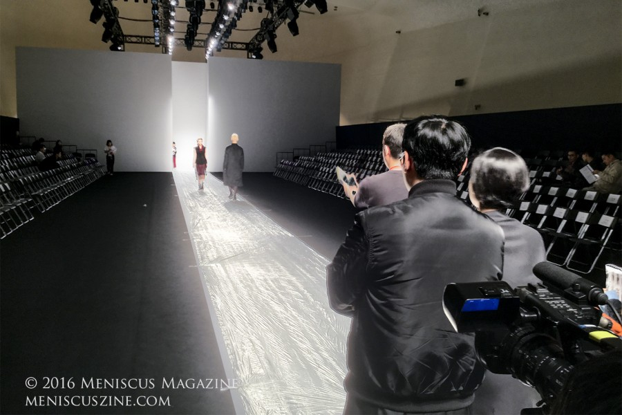 A pre-show rehearsal for Soulpot Studio at Seoul Fashion Week. (photo by Yuan-Kwan Chan / Meniscus Magazine)