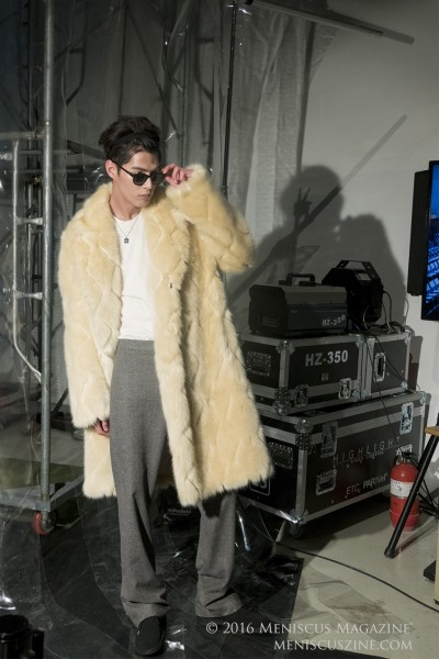 Striking a pose backstage before the 87MM menswear show at the Seoul Fashion Week Fall 2016 collections. (photo by Yuan-Kwan Chan / Meniscus Magazine)