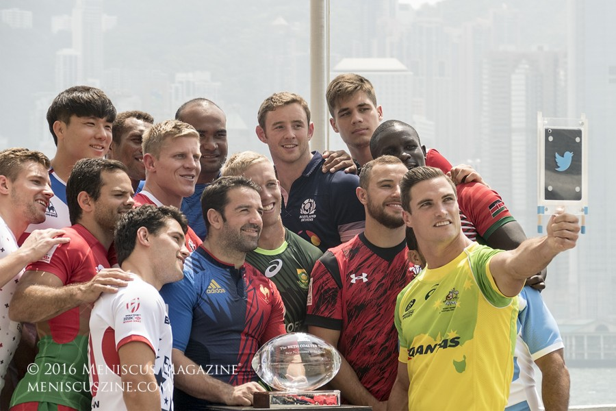 Australia captain Edward Jenkins leads the group selfie charge. (photo by Yuan-Kwan Chan / Meniscus Magazine)