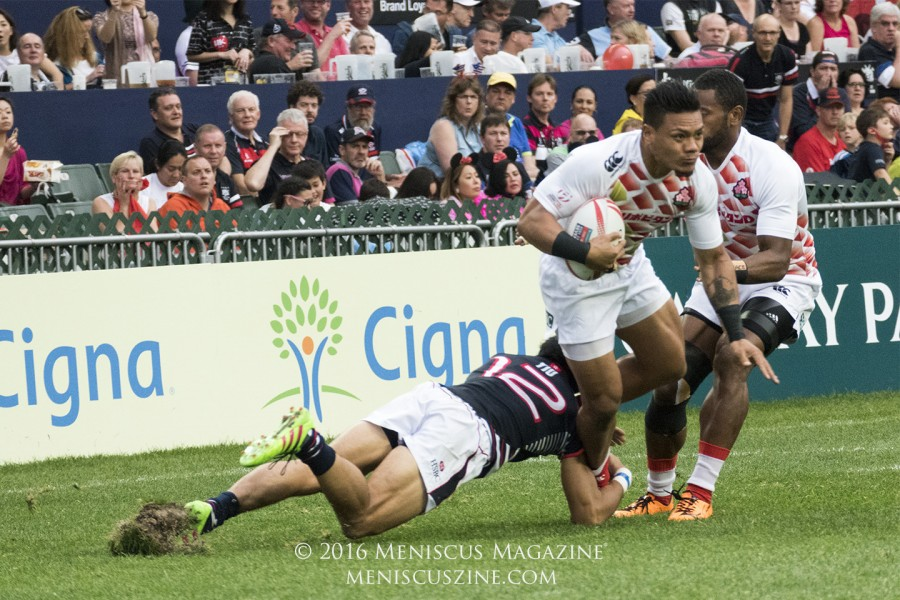 Japan's Lomano Lemeki attempts to escape the clutch of Hong Kong's No. 12, Salom Yiu Kam Shing, in the HSBC Sevens World Series Qualifier XVII. Lemeki scored three of Japan's four tries in the final. (photo by Yuan-Kwan Chan / Meniscus Magazine)