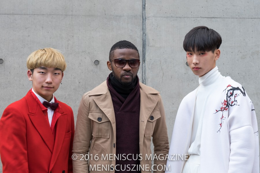 The 26th of March may have been the last day for Fall/Winter 2016 collections at Seoul Fashion Week, but that didn't stop fashionistas from treating the grounds of Dongdaemun Design Plaza as their personal runway. (photo by Ryan Bentley for Meniscus Magazine)
