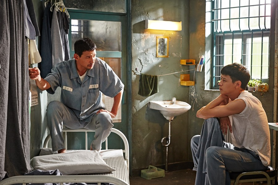 """Hwang Jung-min (left) and Kang Dong-won plot an exit strategy in """"A Violent Prosecutor."""" (still courtesy of the New York Asian Film Festival)"""