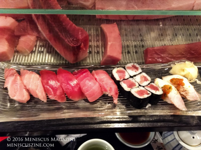 """The all-tuna """"D"""" set at Ichiba Sushi, which costs 3750 yen. Facing the set are cuts of tuna. (photo by Yuan-Kwan Chan / Meniscus Magazine)"""