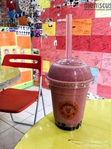The Berry Berry drink (KRW7,500) atop one of the three small autographed tables in Cofioca. Giant black pearls are the only bubbles on offer. (photo by Yuan-Kwan Chan / Meniscus Magazine)