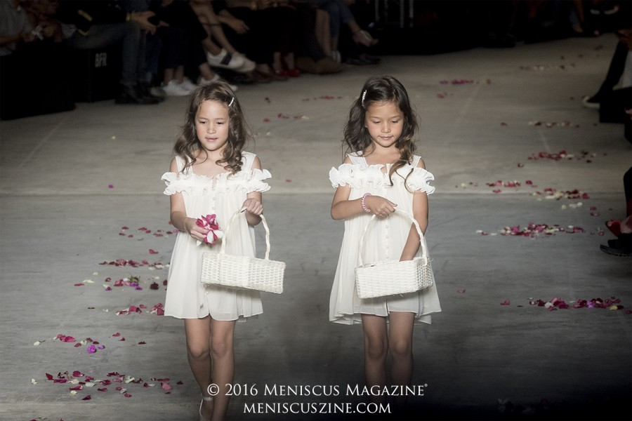 Flower girls set the stage at the Janesuda Spring 2016 runway show in Bangkok. (photo by Yuan-Kwan Chan / Meniscus Magazine)