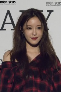 seoul-fashion-week-spring-2017_ordinary-people-red-carpet_hyomin_161022_3