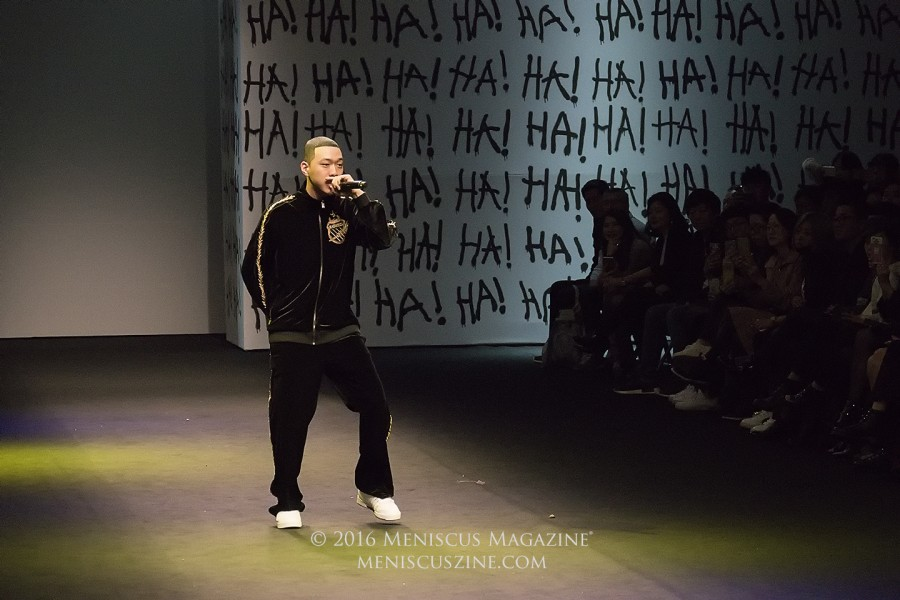 Rapper BewhY - head to toe in K-Swiss - performs at Seoul Fashion Week at the YOHANIX Spring 2017 show. (photo by Yuan-Kwan Chan / Meniscus Magazine)