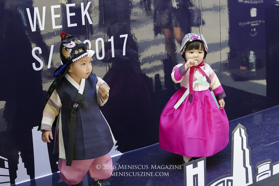 An extra weapon in amping up the cuteness factor when it comes to kid street shots: feed them sugar. (photo by Yuan-Kwan Chan / Meniscus Magazine)