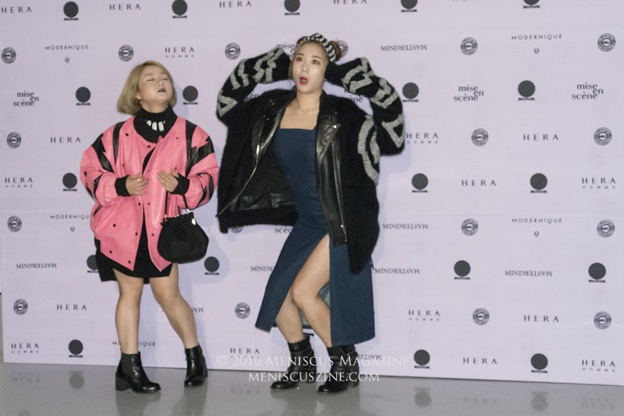 Obviously, they're comedians: Park Na-rae and Heo Anna decided to strike several poses before the KIMMY.J Spring 2017 runway show at Seoul Fashion Week. (photo by Yuan-Kwan Chan / Meniscus Magazine)
