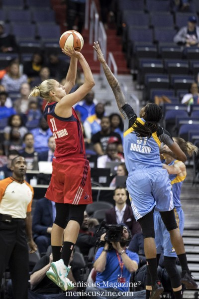 Elena Delle Donne (left) led all scorers with 20 points, leading the Washington Mystics to an 88-79 victory over her former team, the Chicago Sky. (photo by Kwai Chan / Meniscus Magazine)