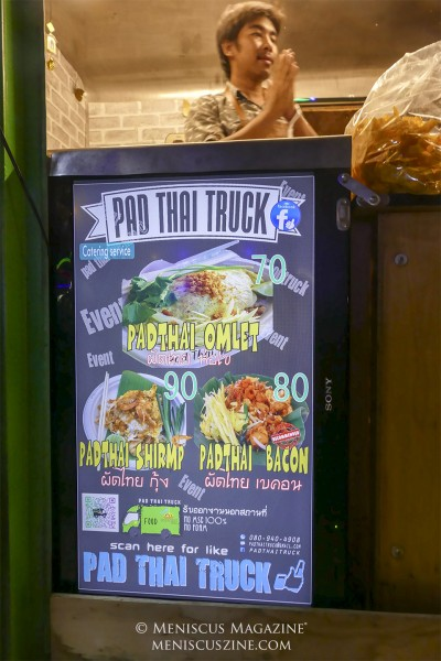 Doubling as a catering service, it's obvious what the Pad Thai Truck serves. One of their more unusual offerings, however, is bacon pad thai for a mere 80 THB. (photo by Yuan-Kwan Chan / Meniscus Magazine)