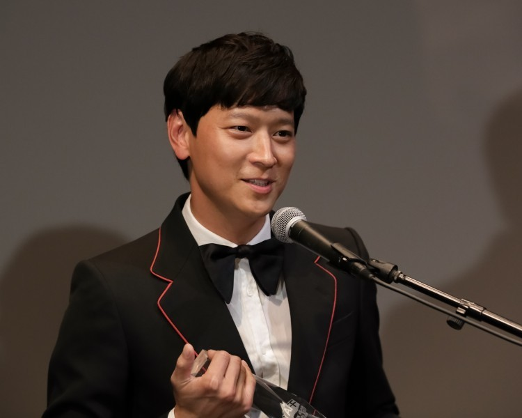 "In his introductory remarks before the screening of ""Vanishing Time: A Boy Who Returned,"" Kang Dong-won switched between Korean and English. At the Film Society of Lincoln Center, Kang said that the genre of that particular film was not common in Korea. (photo by Brent. N Clarke)"