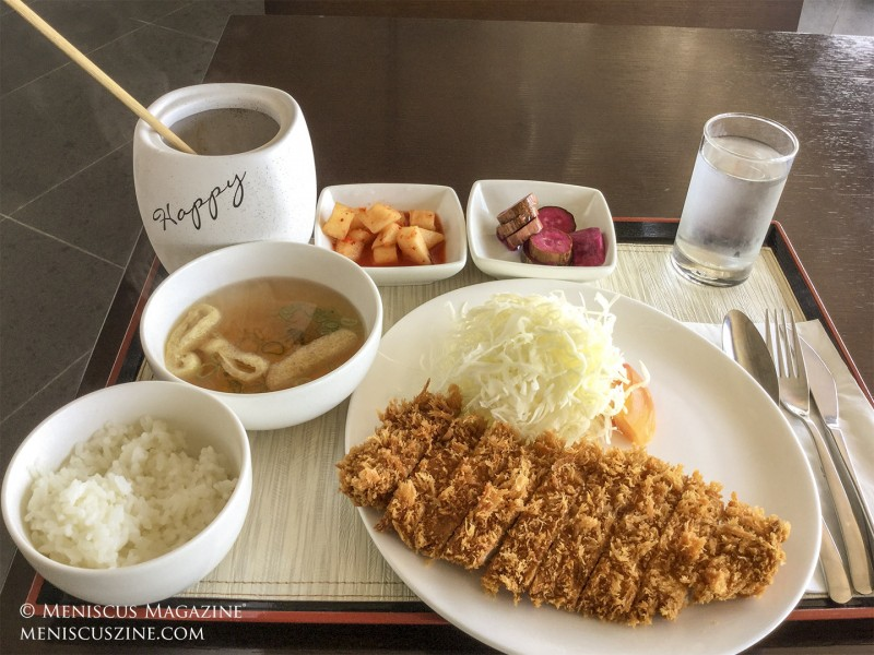 The pork tonkatsu entree at Cafe Bonte. (photo by Yuan-Kwan Chan / Meniscus Magazine)
