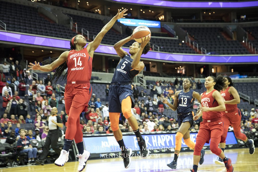 Sun guard Jasmine Thomas (center) led all scorers as Connecticut improved to 5-0 for the season. (photo by Kwai Chan / Meniscus Magazine)