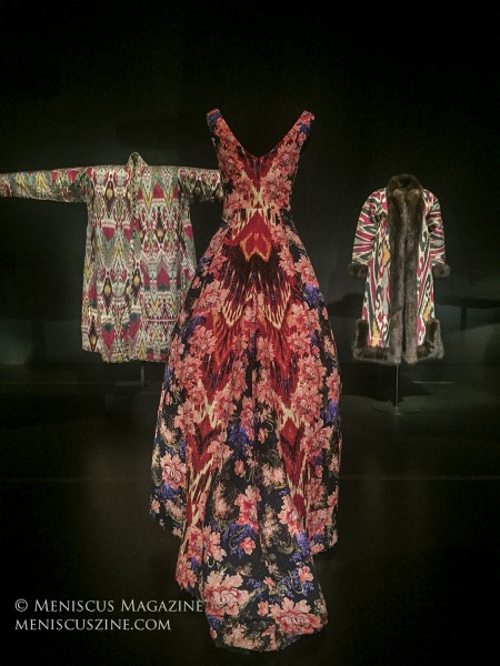 (center) Ikat-patterned gown Silk and wool jacquard Oscar de la Renta Collection, fall 2013 collection ELS2018.5.1 (photo by Megan Lee / Meniscus Magazine)
