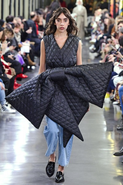 One of many oversized bows at the KIMHEKIM Fall/Winter 2019 show in Paris. (photo courtesy of Events Autrement PR)