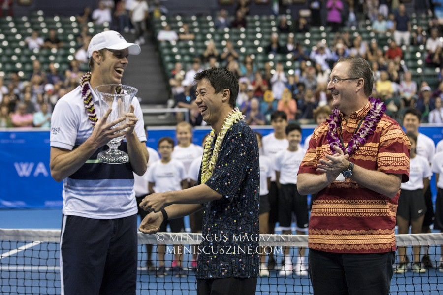Sam Querrey (left) manages to snatch the trophy from 2018 Hawaii Open champion Kei Nishikori, who jokingly offered it, then pulled it away. (photo by Kwai Chan / Meniscus Magazine)